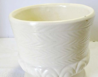 Hull Round White Planter Pottery #F84 Home and Garden Lawn and Garden Gardening Pots and Planters