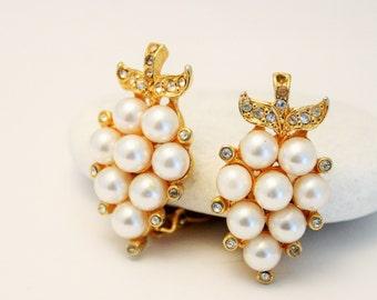 Vintage earrings. Pearl and crystal earrings.  Clip on earrings
