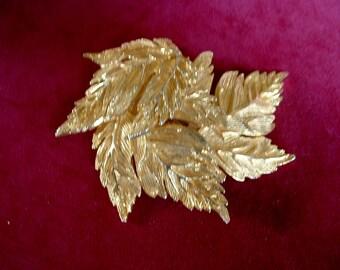 "Large Vintage CASTLECLIFF Signed Pin Brooch Pendant Necklace Golden Leaves Nature 3"" x 3"""