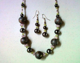 Black, Peridot Green and Pink Chunky Necklace and Earrings (0296)