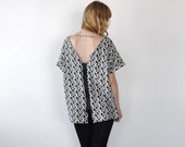 Abstract Geometric Pattern Loose Fit Back Zipper V-neck Top
