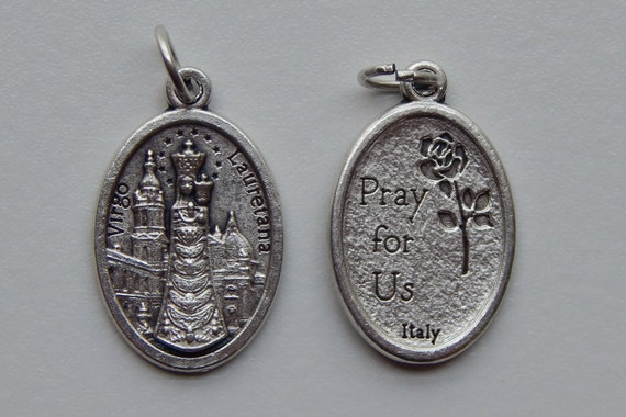 5 Patron Saint Medal Findings, Our Lady of Loreto, Die Cast Silverplate, Silver Color, Oxidized Metal, Made in Italy, Charm, Drop, RM711