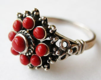 Vintage Ring Exotic Coral Red Glass Sterling Silver Cocktail Ring size 7 1/4