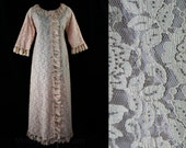 Size 14 Frou-Frou 60s Pink Lace Lounge Robe - Large - Pin Up Femme - 1960s Boudoir Lingerie - Spring - Deadstock - Mint - Bust 40 - 44563