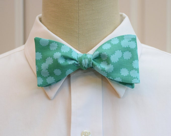 Men's Bow Tie in turquoise with aqua flowers, wedding bow tie, groom bow tie, groomsmen gift, floral bow tie, summer wedding bow tie