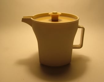 Small Creamer Tupperware Pitcher with push button top Great condition