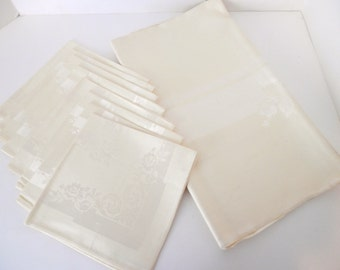 Imported Damsask Linen Pale Yellow Tablecloth and Napkins - Gift Box