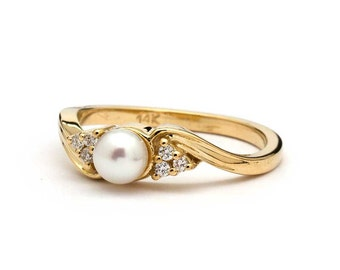 Vintage Pearl Engagement Ring in Yellow Gold / Vintage Pearl Ring / Pearl and Diamond Ring / Vintage Style Pearl Engagement Ring