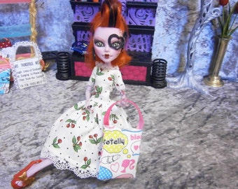 Dollstyle tote Purse for 10 to 12 inch fashion dolls