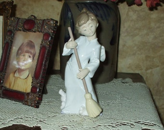 LLADRO Angel Sweep Away The Clouds #5726 Decorative Figurine From Spain 1989 Vintage Retired
