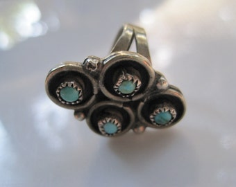 Vintage Navajo Ring - Turquoise and Sterling Silver - Petit Point -  Size 5