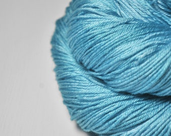 Melting blue glacier - Merino/Silk Fingering Yarn Superwash