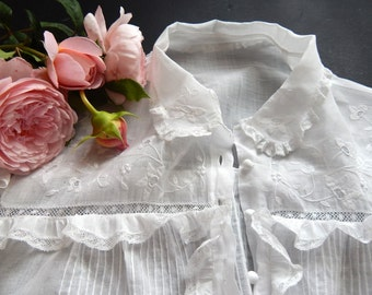 Vintage French Summer Blouse Lovely Lace and Embroidery