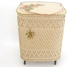 Wicker Sewing Craft Basket Legs Vintage Floor Storage Cottage Chic Daisy Flower Princess Harvey Fleur De Lis