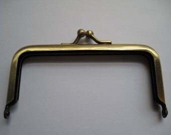 1-Antiqued Gold Kiss Lock Purse Handle