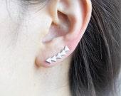 Tiny Arrows Ear Climber / arrows pierced ear cuff, gold, silver