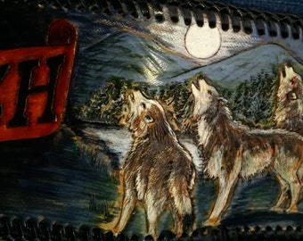 An original  design of Wolves howling at the rising moon. Handcarved leather design on a men's wallet. Wolves are a favorite of mine.