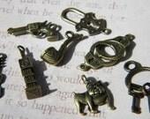 Loose SHERLOCK Holmes Charms Pipe Bulldog Violin Gun Handcuffs Keys Bronze Finish Choose Mixed or Not Love a Mystery
