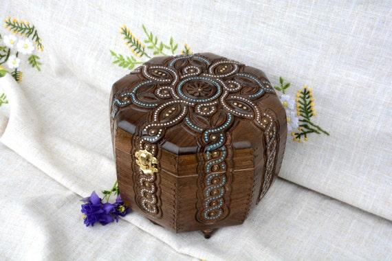 schmuck box holzkiste holz box ring box von happyflying auf etsy. Black Bedroom Furniture Sets. Home Design Ideas