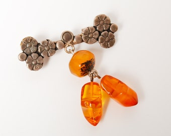 Vintage brooch with  genuine Baltic Amber charms, Klomp shaped