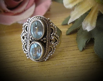 Twin Genuine BLUE TOPAZ Gemstones Set in 925 Sterling Silver (Stamped) Ring, Vintage - Size 7.5