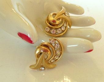 Vintage Trifari Rhinestone Clip Earrings Swirls 50's (item 254)