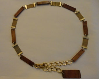 Vintage Belt - Alternating polished wood or plastic pieces and gold tone articulated net pieces hooked together, chain and hook closure