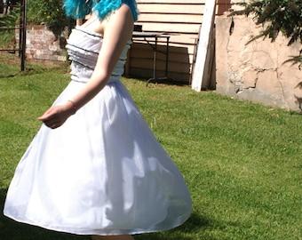 SALE ..........Wonderful 1980s  Alice in Wonderland Party Dress