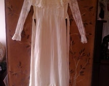 70s cream cheesecloth and lace Gunne Sax style boho / hippie wedding dress