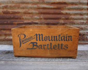 Distressed Antique Wood Box Blue Anchor Mountain Bartlett Pears Fruit Container Primitive Wooden Box Shipping Display Organizer Desk Office