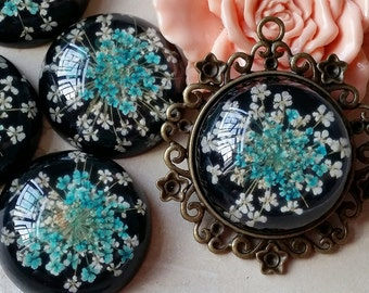 30 mm Round Shape Blue and White Dried Flowers (Black Back Color) Flat Back Resin Cabochons (t.s)