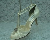 IVORY Wedding Shoes mid heels Vintage style, Rounded Toe T Strap Satin Pumps, Closed Toe Heels, Old Hollywood, Great Gatsby Style, Retro
