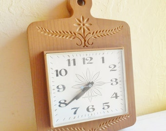 Vintage Faux Wood Atomic Clock Electric Working Wall Hanging