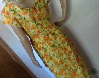 Wiggle Dress Floral Dress Yellow and Orange Short Sleeve Vintage 1960s size S M or 6 or 8 Silky Dress