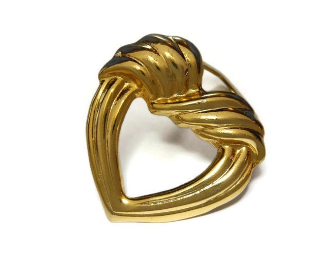 FREE SHIPPING Gold heart scarf clip ring, gold tone ridges, heart shaped scarf slide, sweater clip vintage