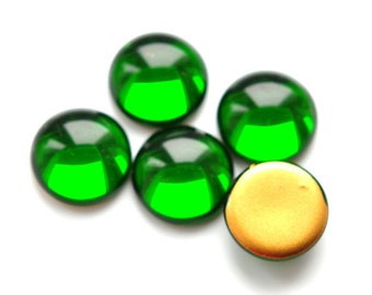 Vintage glass cabochons green color round 18 mm gold foiled 4 pcs (090172)
