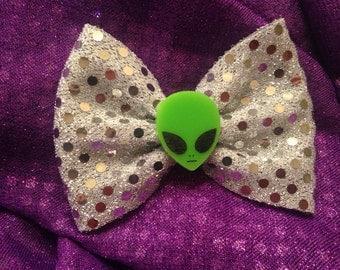 Little green alien hair bow