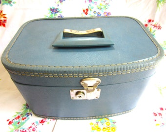 Vintage Train Case in blue Luggage