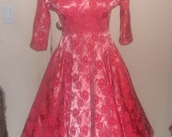 Vintage 1950's – Sweetheart Neckline Dress With Brocade Pattern In Flowery Pink Todays Size 6/8