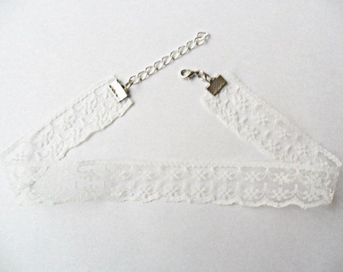 "White Scalloped Lace Choker necklace with a width of 3/4"" (pick your neck size) Ribbon Choker Necklace"