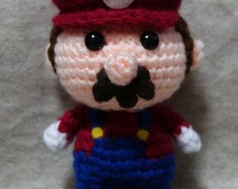 Adorable crochet Amigurumi Super Mario - Mario