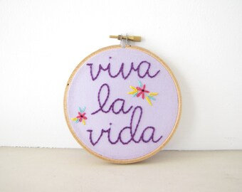 Embroidery Hoop Wall Art - Viva la Vida in purple, lavender, pink, green, yellow - Frida Kahlo inspired, Mexican folk flowers