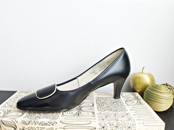 Vintage 60s black leather shoes/ New Old Stock/ size 7.5 pumps/ dress shoes / Air Step Lucerne/ new in original box/ size 7 1/2/ NOS