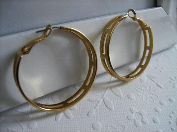 CLEARANCE 90s Vintage 1990s Modern Gold Tone Hoop Earrings, Gypsy Earrings, Gold Hoops