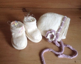 Hand knitted Baby Bonnet and Bootees