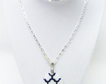 White Teardrop Stone w/Black Etching Pendant Necklace (25', No Stone, Silver Pl)