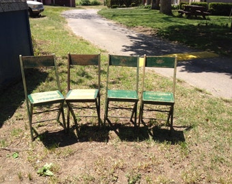 Set of fpur vintage folding chairs