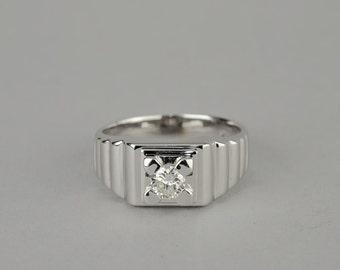 Sensational signed Dinacci solitaire diamond gent ring