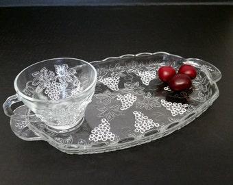 Vintage 8 Luncheon Snack Sets, 2 Pieces Per Set, Grape Vineyard Motif