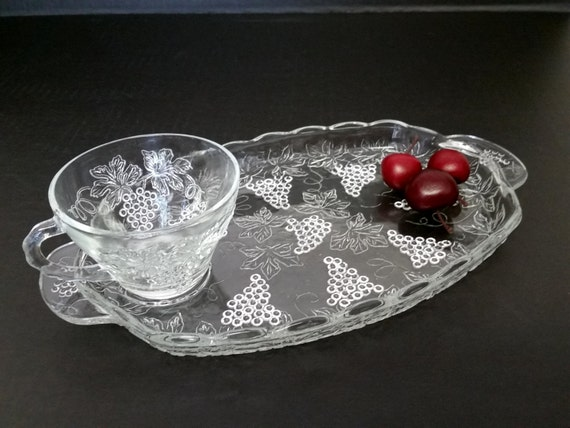 Vintage 8 Luncheon Snack Sets, 2 Pieces Per Set, Grape Vineyard Motif